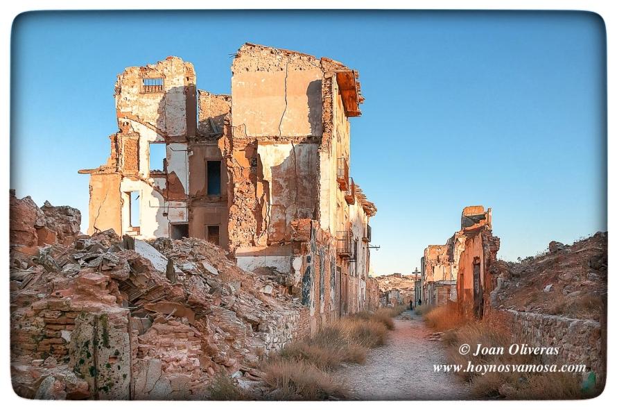 Devastación en el centro de Belchite