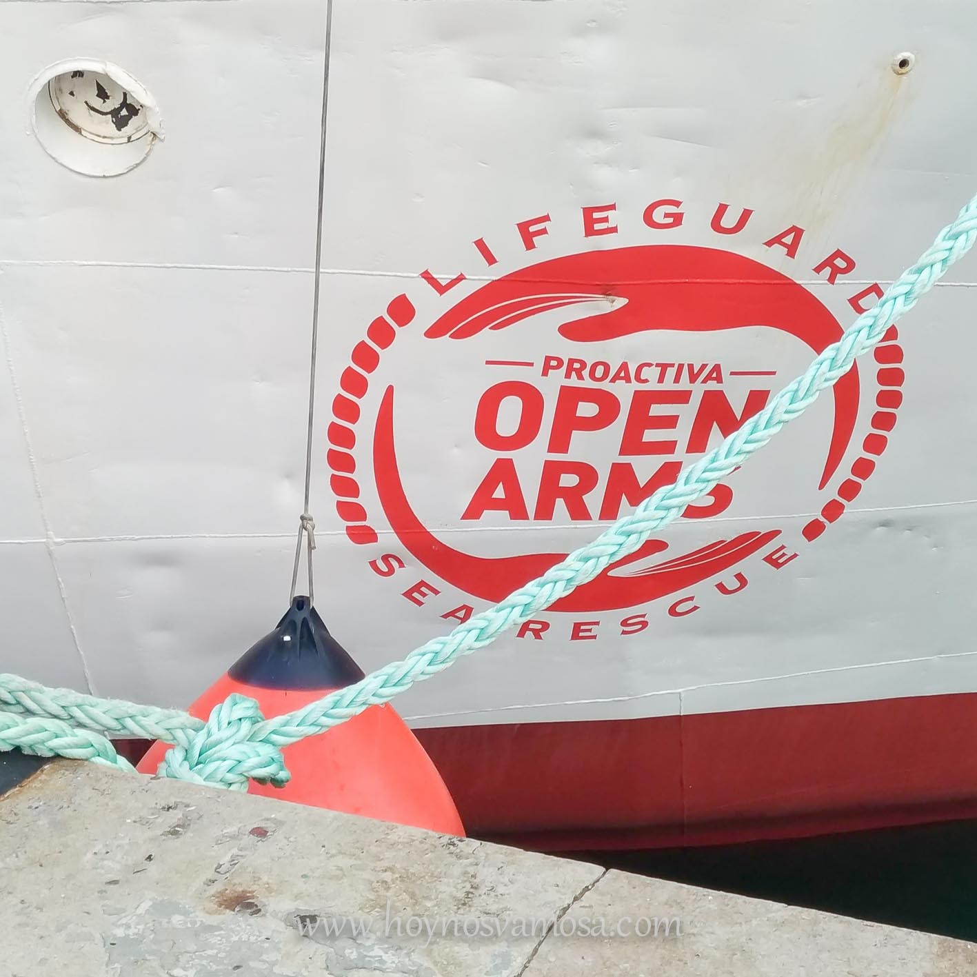 Esta organización se dedica al rescate en alta mar de aquellos refugiados que huyen de sus países intentando alcanzar las costas europeas.